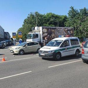Žiauri avarija Vilniuje: automobilis partrenkė moterį, dar apie dešimtį metrų vilko po savimi