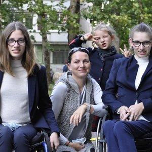 """Laura Žižmarienė: """"Neleidžiame dukroms jaustis neįgalioms"""""""