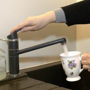 Darbėniškiai pastebėjo užterštą vandenį, kai ėmė gesti vaikų dantys