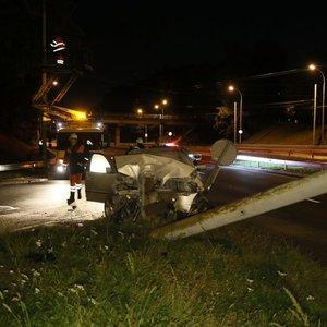 Dėl BMW avarijos naktį teko uždaryti Laisvės pr. Vilniuje
