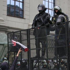 Minsko centre protestuotojai vaikyti vandens patrankomis