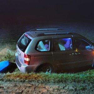 Reta klaida baigėsi tragedija: riedantis automobilis pražudė pačią vairuotoją