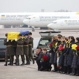 Tragiškai pasibaigęs skrydis: Kijeve aukos palydimos amžinojo poilsio