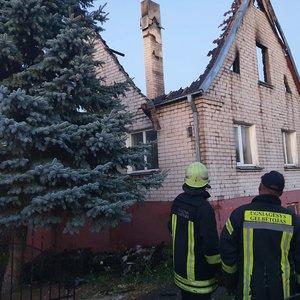Kauno rajone liepsnoja namas: pranešama, kad viduje yra žmonių