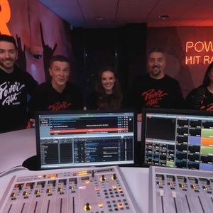 """Svajonių darbas – pasiekiamas ranka: tapk klausomiausios jaunimo radijo stoties """"Power Hit Radio"""" laidų vedėju!"""