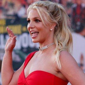 Britney Spears namai jau kvepia Kalėdomis: parodė įstabią eglę
