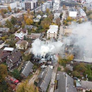 Vilniuje degė namas: prireikė daugybės ugniagesių