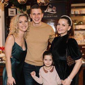 Besilaukianti Trusovė suspindo kalėdiniame renginyje: pasirodė su visa šeima