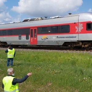 Šiaulių rajone traukinys mirtinai partrenkė moterį