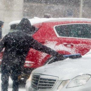 Sinoptikai: ilgai laukta žiema jau Lietuvoje –snigs ir bus slidu