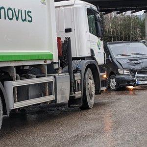 """Kaktomuša Vilniuje: posūkyje šiukšliavežis """"kirto kampą"""""""