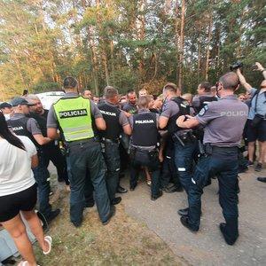 Neramumai prie Rūdninkų poligono: tarp policijos ir žmonių įvyko grumtynės