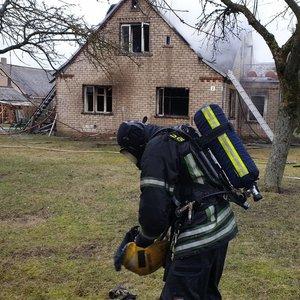 Marijampolės savivaldybėje – ugniagesių pagalbos šauksmas: užsiliepsnojo namas