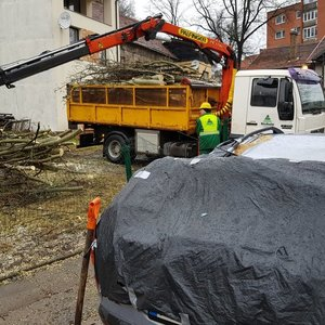 Smarkus vėjas Lietuvoje sukėlė eibių: sumaitotas ne vienas automobilis
