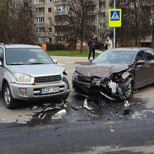 Vilniuje susidūrus dviem automobiliams nukentėjo vairuotoja