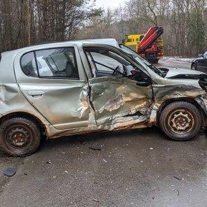 Šiurpi avarija Vilniuje – susidūrė automobiliai, vairuotoja išvežta į ligoninę