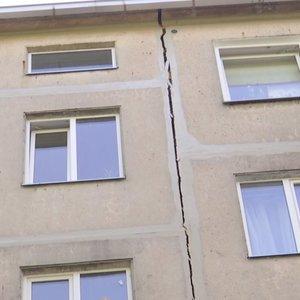 Kaune skyla daugiabutis – gyventojai kaltina laikančią sieną išgriovusį kaimyną