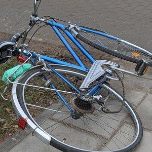 Sostinėje visureigis partrenkė dviračiu važiavusią pensininkę