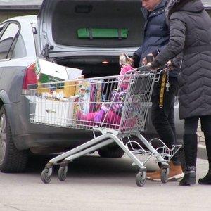 Latviai plūsta apsipirkti Lietuvoje: įvardijo, kas pas mus yra pigiau