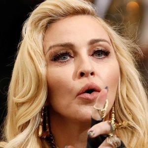 62-ejų Madonnai apribojimai nė motais: per tris savaites aplankė 5 šalis ir dalijasi kelionės akimirkomis