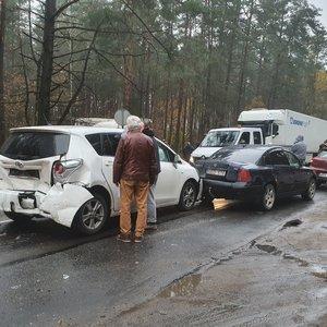 Avarija Nemenčinės plente: susidūrė mažiausiai 5 automobiliai, paralyžiuotas eismas, yra nukentėjusių