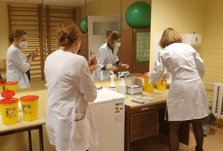 Asoc. nuotr. Vakcinacija Marijampolės ligoninėje. (nuotr. stop kadras)