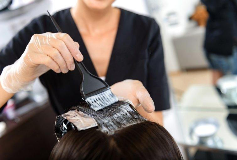 Plaukų dažymas (nuotr. Fotolia.com)