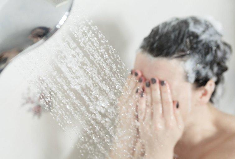 Dušas (nuotr. 123rf.com)