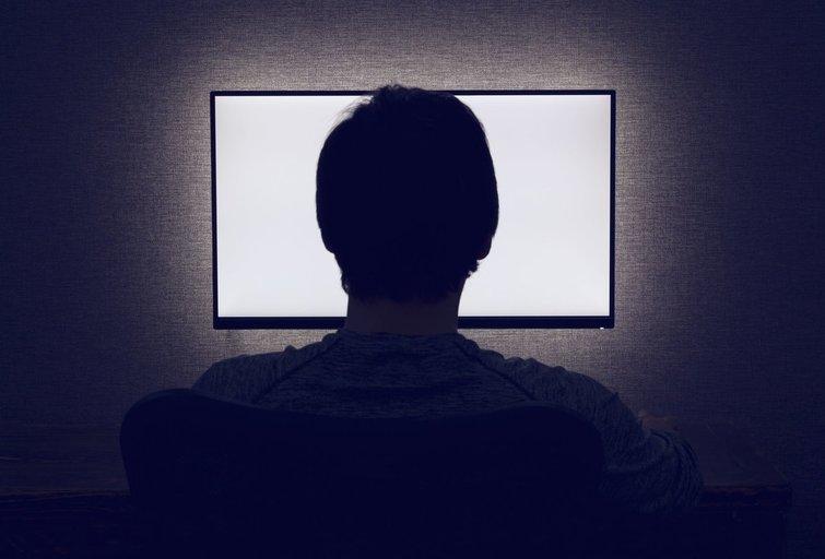 Žmogus dirba kompiuteriu (nuotr. 123rf.com)