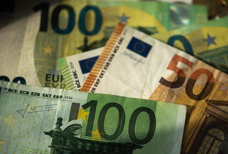 MMA siūlo didinti iki 703 eurų (nuotr. Fotodiena/Justino Auškelio)