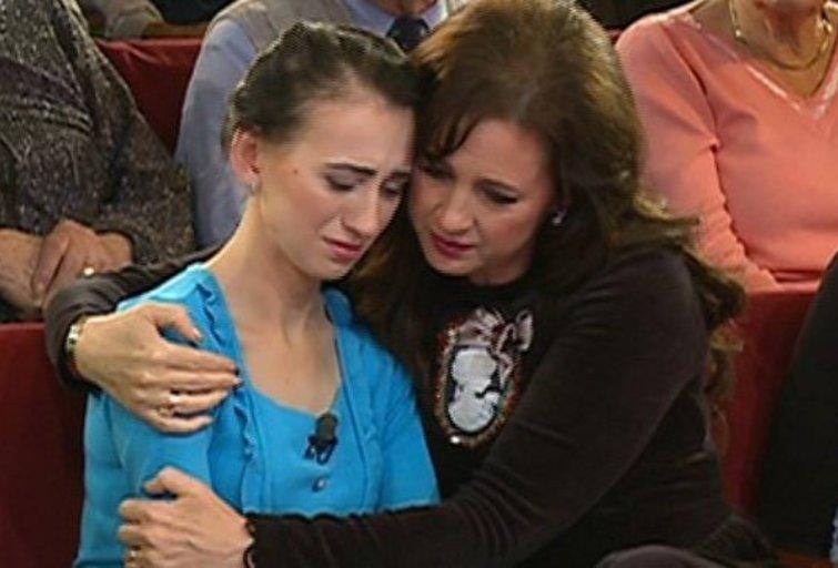 """""""Kur man dėtis vienai su keturiais vaikais?"""" – su ašaromis akyse """"TV Pagalbos"""" studijoje klausia Jolanta. (nuotr. Organizatorių)"""