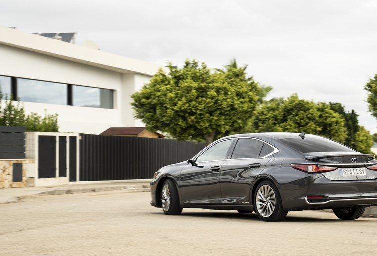 """Naujasis """"Lexus ES 300h"""" atkeliauja į Lietuvą: įvardijo kainą (nuotr. Organizatorių)"""