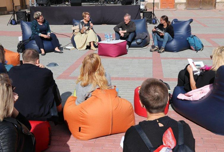 """Vilniaus apskrities Adomo Mickevičiaus biblioteka organizavo diskusiją """"Kaip menas padeda spręsti socialines problemas?"""" Sigitos Inčiūrienės nuotr."""