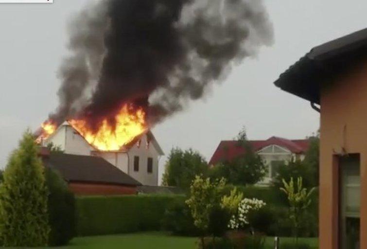 Gineitiškėse – žaibo sukeltas gaisras