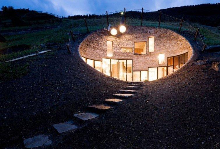 Namas kalno viduje (namai.lt nuotr.)