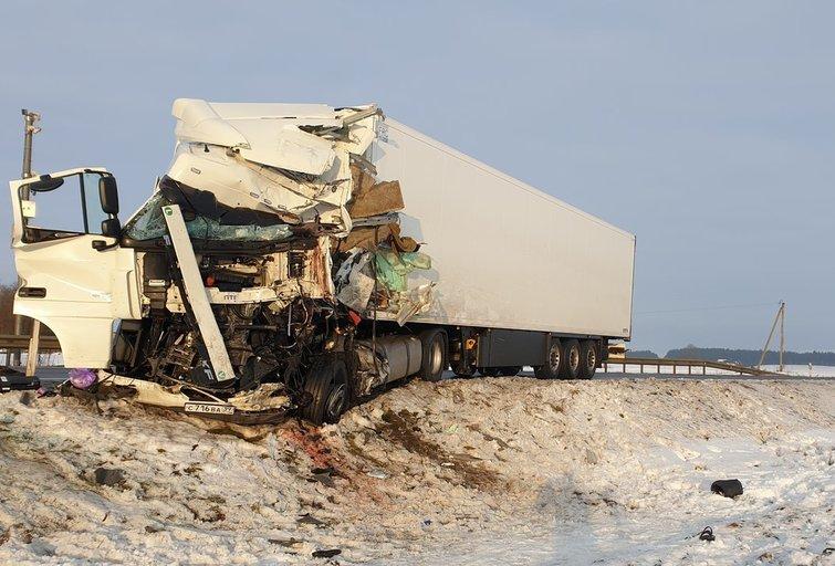 """Tragedija kelyje """"Via Baltica"""": žuvo abu kaktomuša susidūrusių vilkikų vairuotojai (nuotr. Raimundo Maslausko)"""