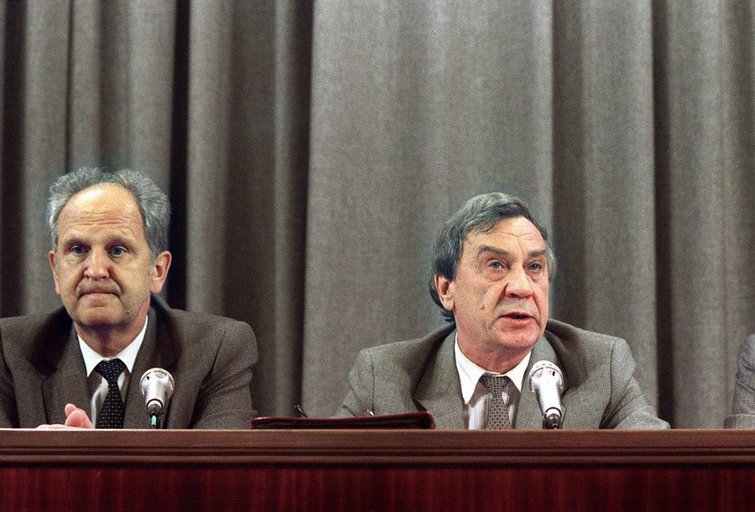 Mirė paskutinis SSRS pučo dalyvis O. Baklanovas (nuotr. SCANPIX)