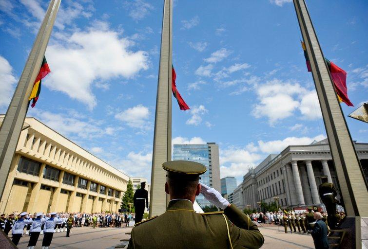 Nepriklausomybės aikštė prie Seimo rūmų