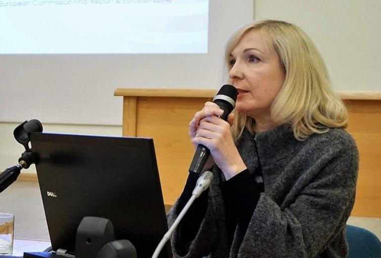 Ugnė Šakūnienė dalijasi patarimais, kaip bendrauti su negalią turinčiais žmonėmis. Aldonos Milieškienės nuotr.