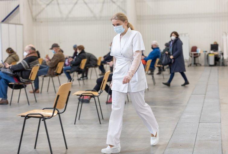 Vilnius pildo didžiausio šalyje vakcinavimo centro komandą: ieško registratorių ir slaugytojų, įvardijo atlyginimus (nuotr. Sauliaus Žiūros)