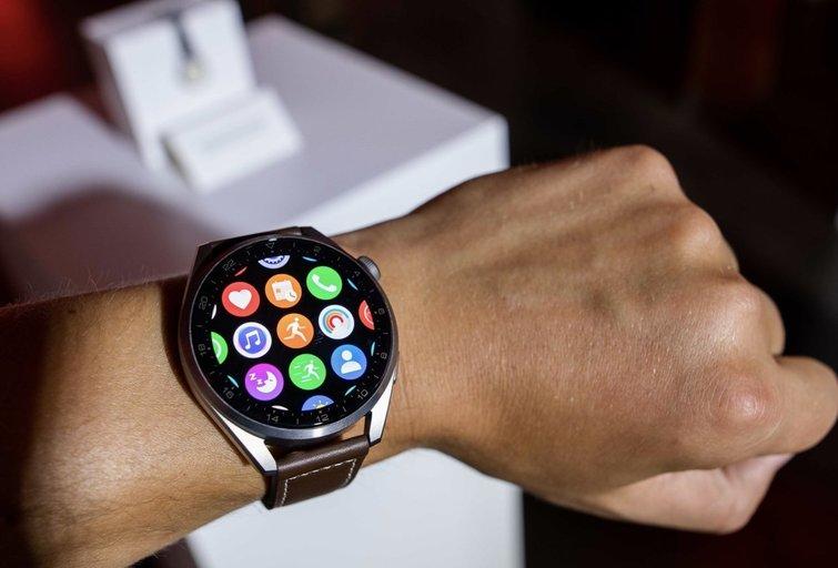 Rankinių laikrodžių išradimas buvo atsitiktinumas: nuo ko ir kaip prasidėjo išmaniųjų laikrodžių istorija?