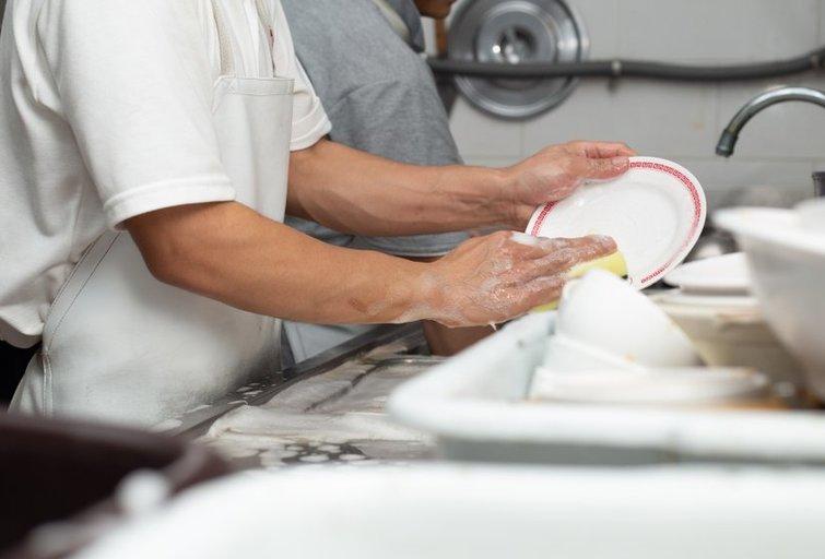 Indų plovimas (nuotr. Shutterstock.com)
