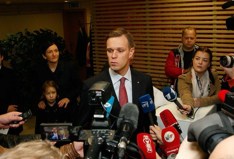 Gabrielius Landsbergis su šeima balsavo seimo rinkimuose (nuotr. Tv3.lt/Ruslano Kondratjevo)