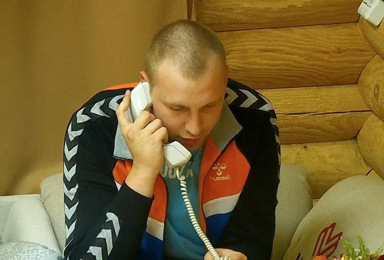 """""""2 Barai"""" dalyvis Juozas pasipiršo savo mylimajai (nuotr. TV3)"""