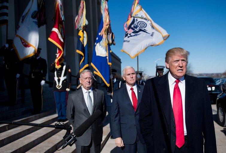 Jamesas Mattisas, Mike'as Pence'as ir Donaldas Trumpas (nuotr. SCANPIX)