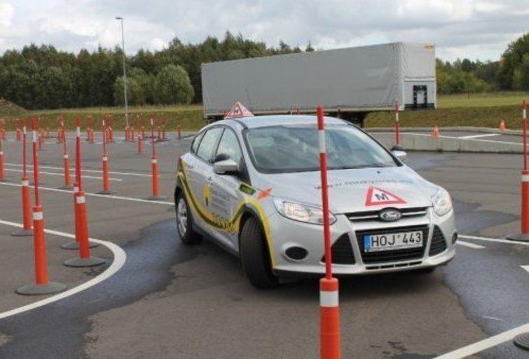 Vairavimo pamoka (nuotr. asm. archyvo)