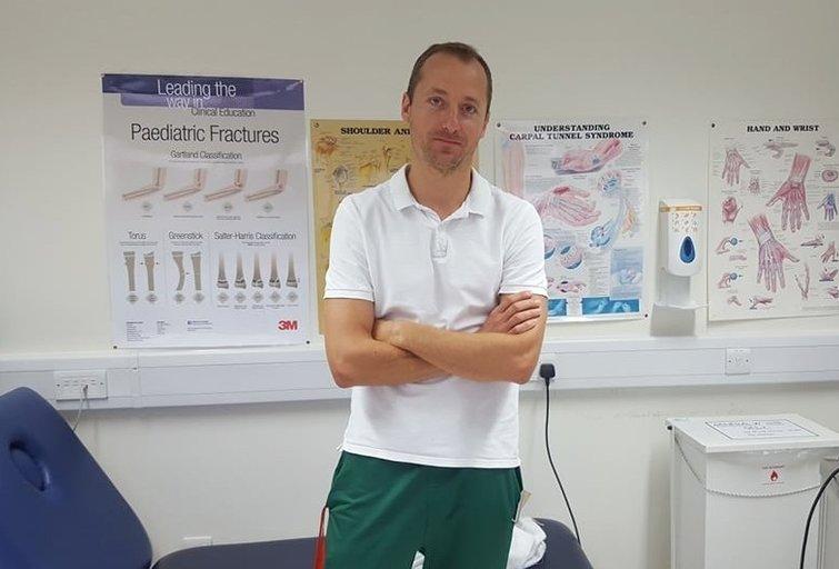 Andrius Zybalas dirba ergoterapeuto padėjėju Golvėjaus universitetinėje ligoninėje. (nuotr. asm. archyvo)