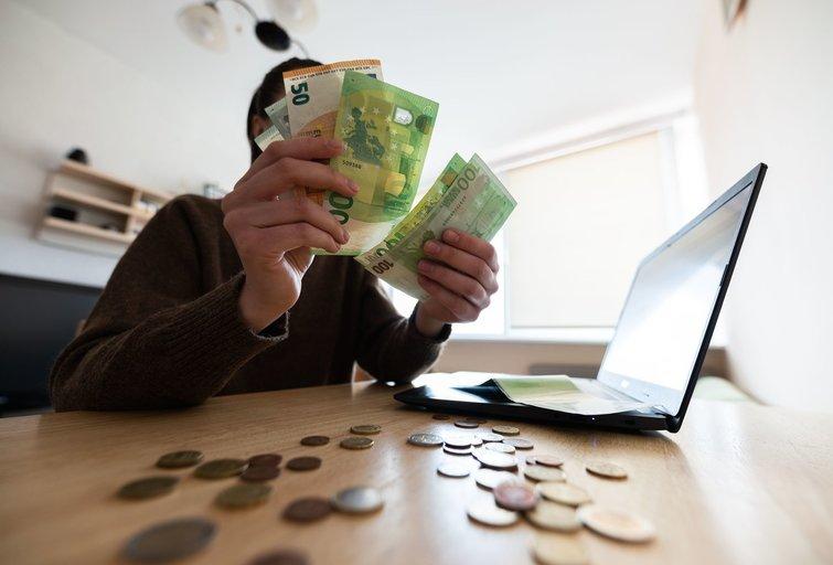 Eurai, pinigai (nuotr. Fotodiena/Justino Auškelio)