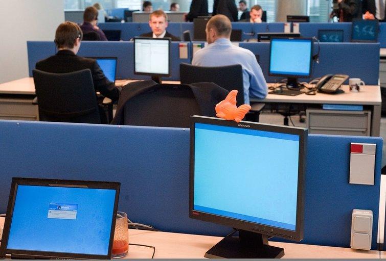 Dirba biure (nuotr. Fotodiena.lt)