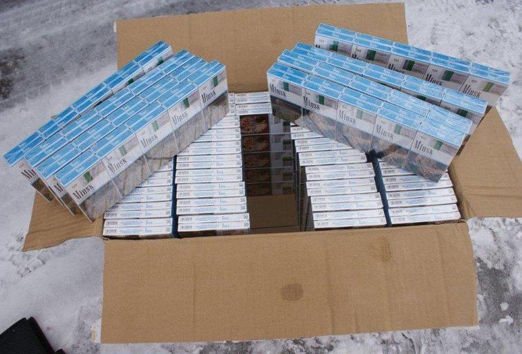 Medininkų kelio poste sulaikyta po svogūnais slėpta 0,5 mln. eurų verta rūkalų kontrabanda (nuotr. lrmuitine)